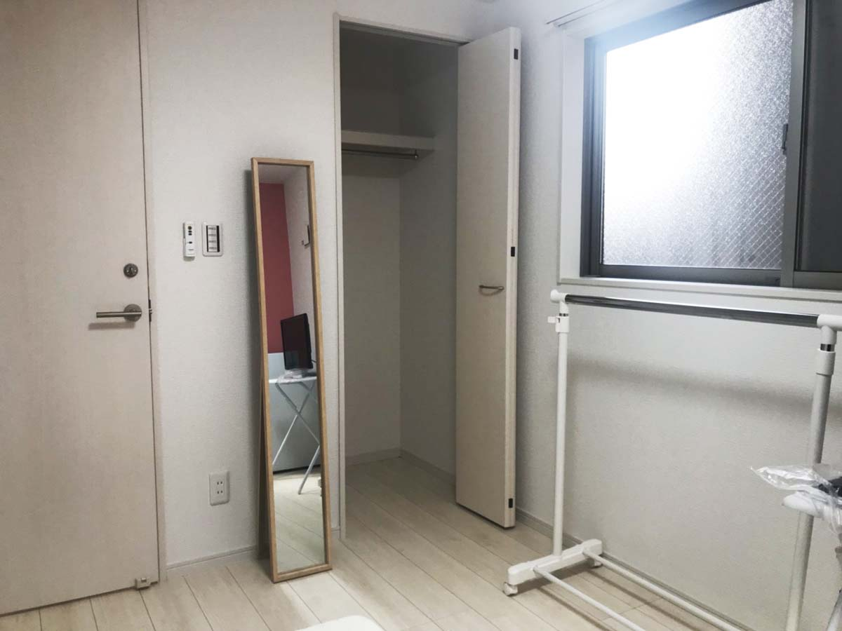 クローゼットのあるお部屋も 格安女性専用シェアハウスお花茶屋ベース